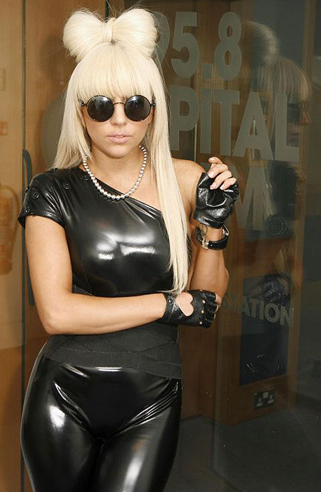 http://everetttrue.files.wordpress.com/2009/08/lady-gaga-3.jpg