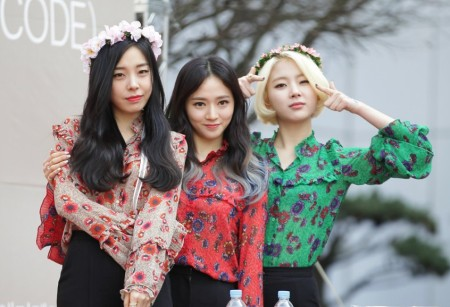 ladies_code_at_a_fansign_in_shinsegae_inmarch_2016_03